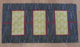 Blue leaves quilt (and a little bit about sewing therapy) - interlinked blocks