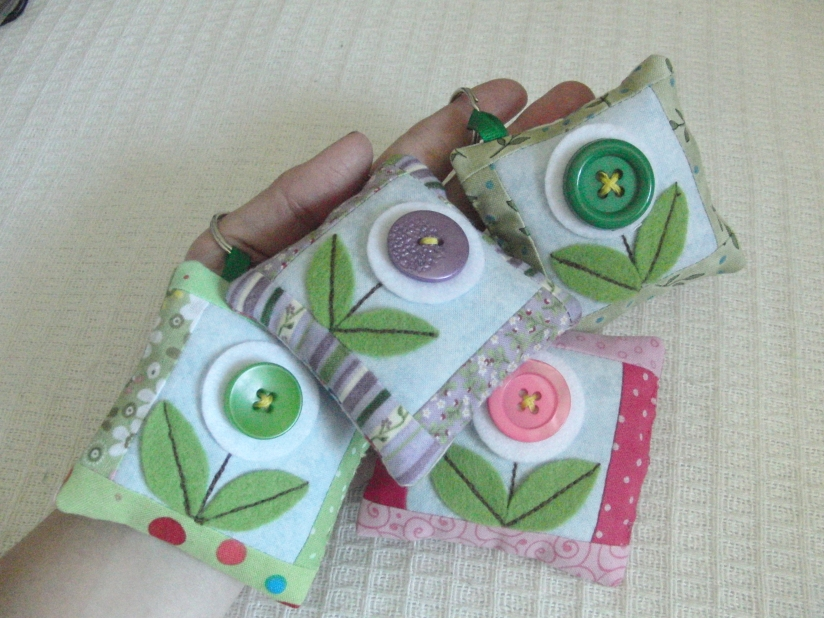 FREE PATTERN & CHANCE TO WIN KIT to make small patchwork bag charm